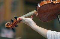 Violin_2013_Midweek_Music_In_C_0004_Violin_Nails_MINI